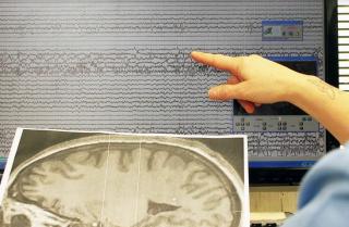 Bambino  gesu'  cervello  crisi  epilessia  genitori  consigli  scuole  monitoraggio  indagine