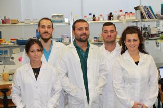Il Dr Fabio Iannotti (al centro) insieme al team di ricerca sulle malattie muscolari dell'ICB di Pozzuoli