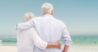 194283504-70-80-anni-camicia-coppia-sposata-riposo
