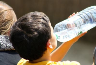 Acqua  bere  di mauro  sipps  mangiare  succo di frutta  bibita  consigli  aranciata  bambini  frullati  gelati  disidratazione